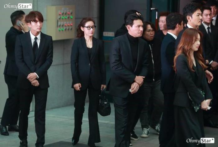 Tưởng niệm 3 năm ngày mất Kim Joo Hyuk: Làng giải trí Kbiz chấn động, khóc thương tại tang lễ! Ảnh 6