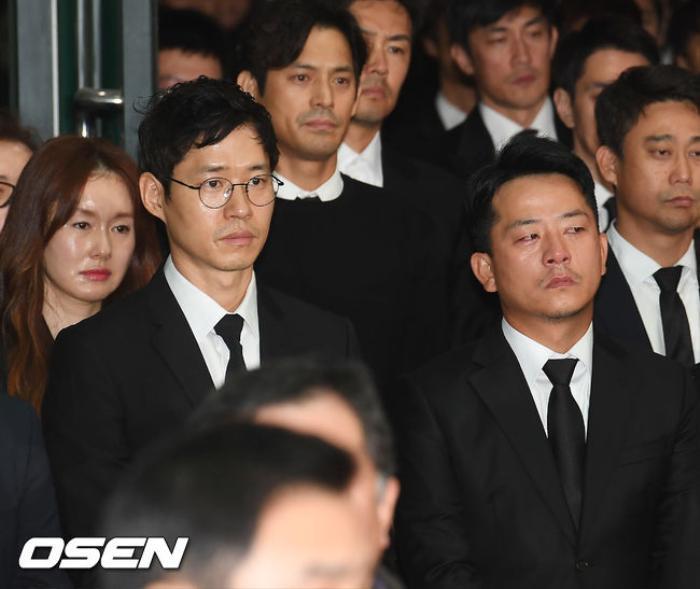 Tưởng niệm 3 năm ngày mất Kim Joo Hyuk: Làng giải trí Kbiz chấn động, khóc thương tại tang lễ! Ảnh 9