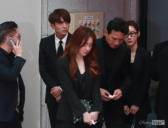 Tưởng niệm 3 năm ngày mất Kim Joo Hyuk: Làng giải trí Kbiz chấn động, khóc thương tại tang lễ! Ảnh 11