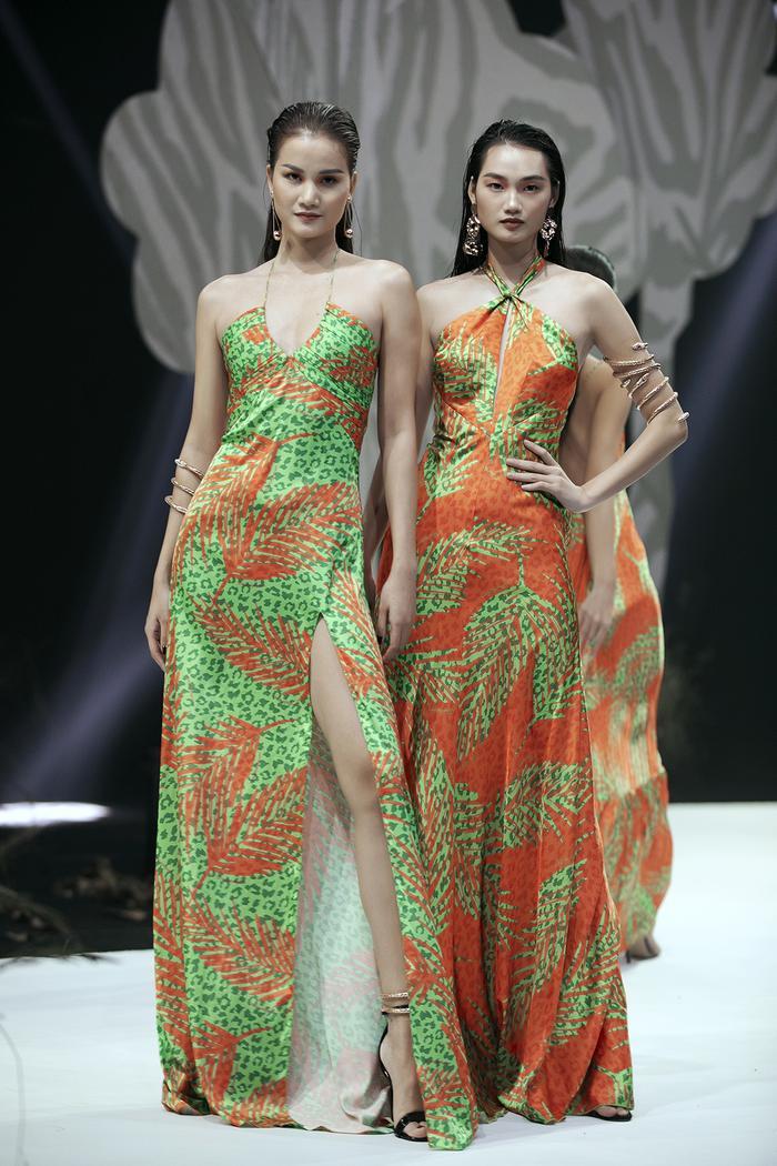 Siêu mẫu Hà Anh diện bikini mướt mát, trình diễn chặt chém cùng Minh Triệu trên sàn runway Ảnh 11