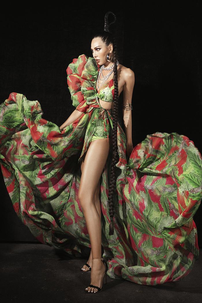 Siêu mẫu Hà Anh diện bikini mướt mát, trình diễn chặt chém cùng Minh Triệu trên sàn runway Ảnh 6