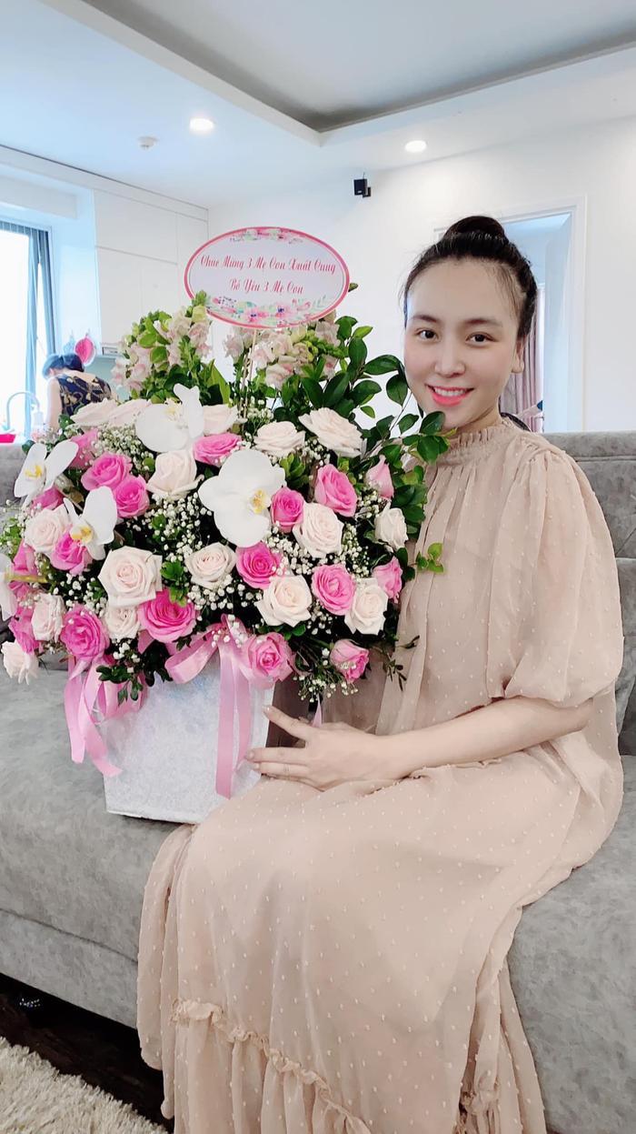 Cùng sinh đôi, vợ chồng Khắc Việt và Dương Khắc Linh không cần nói cũng hiểu nhau Ảnh 6