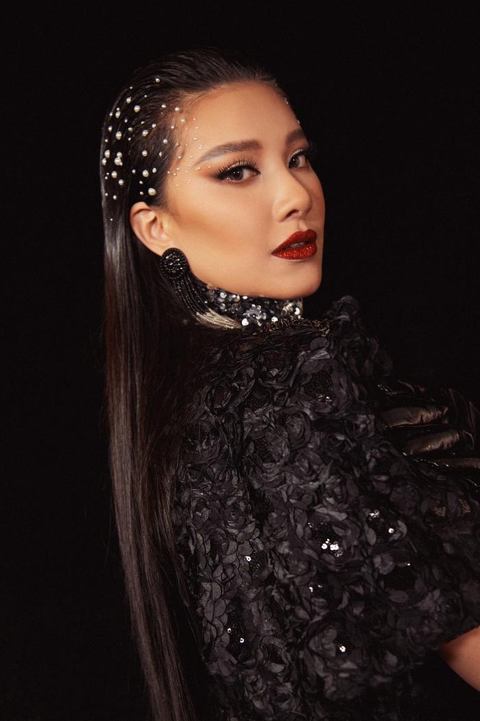 Trở lại sàn runway, Á hậu Kim Duyên sắc lạnh diễn Vedette, kiêu kỳ đọ sắc cùng Võ Hoàng Yến Ảnh 14