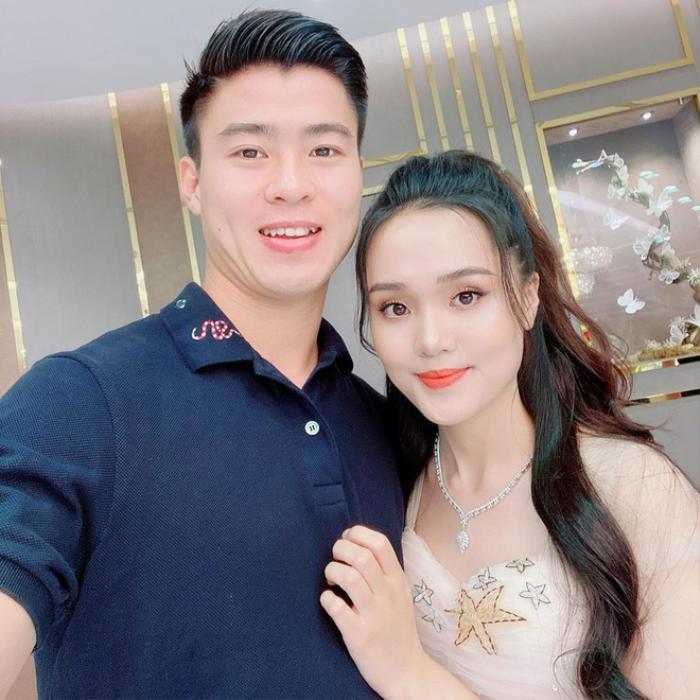 Duy Mạnh 'tình cảm' hết cỡ với Đình Trọng, Quỳnh Anh dỗi chồng cực đáng yêu Ảnh 5