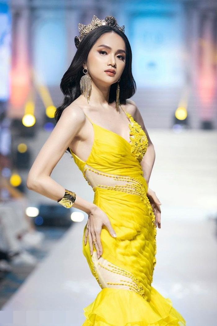 Tuyên bố 'không hề sửa mặt' khiến Hương Giang bị antifan soi nhan sắc ngày ấy - bây giờ Ảnh 6
