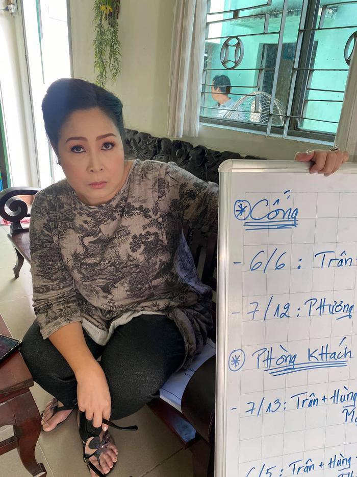 Khả Như chia sẻ về NSND Hồng Vân: 'Lần nào làm phim, mẹ cũng tuột huyết áp như cái cầu trượt' Ảnh 2
