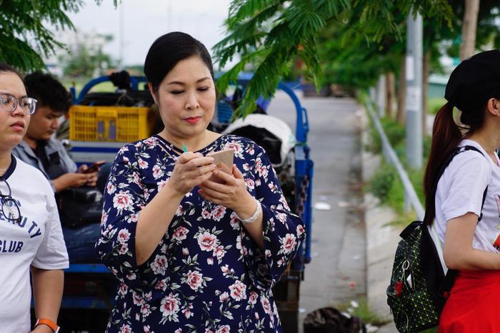 Khả Như chia sẻ về NSND Hồng Vân: 'Lần nào làm phim, mẹ cũng tuột huyết áp như cái cầu trượt' Ảnh 1