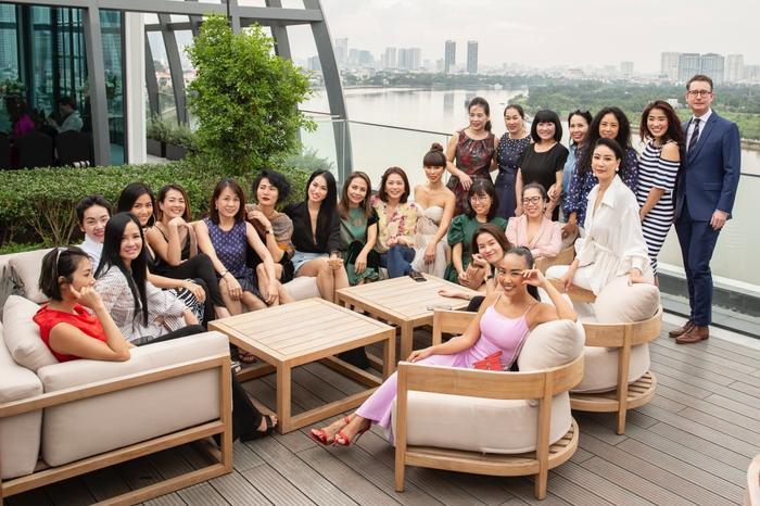 Đoan Trang mời hội chị em Hồng Nhung, Hà Anh dự tiệc trà chiều, bật mí bí kíp sống khỏe Ảnh 14