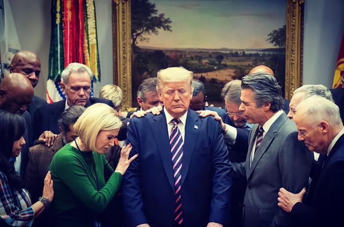 Sự thật bức ảnh Tổng thống Trump đứng không vững, cần người đỡ khi ứng viên Joe Biden giành chiến thắng Ảnh 2