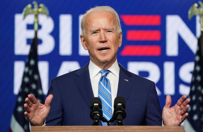 Sự thật bức ảnh Tổng thống Trump đứng không vững, cần người đỡ khi ứng viên Joe Biden giành chiến thắng Ảnh 1