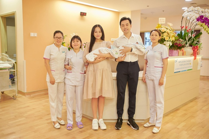 Nhan sắc 4 mẹ bầu hot-hit sau khi xuất viện: Hà Hồ xinh đẹp 'bất bại' Ảnh 6