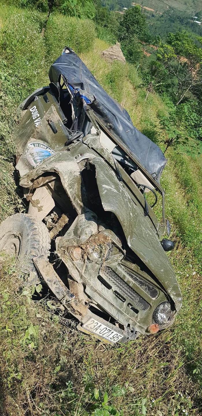 Xe ô tô chở khách du lịch Đà Nẵng lao xuống vực sâu ở Hà Giang, 3 người chết, 4 người bị thương Ảnh 3