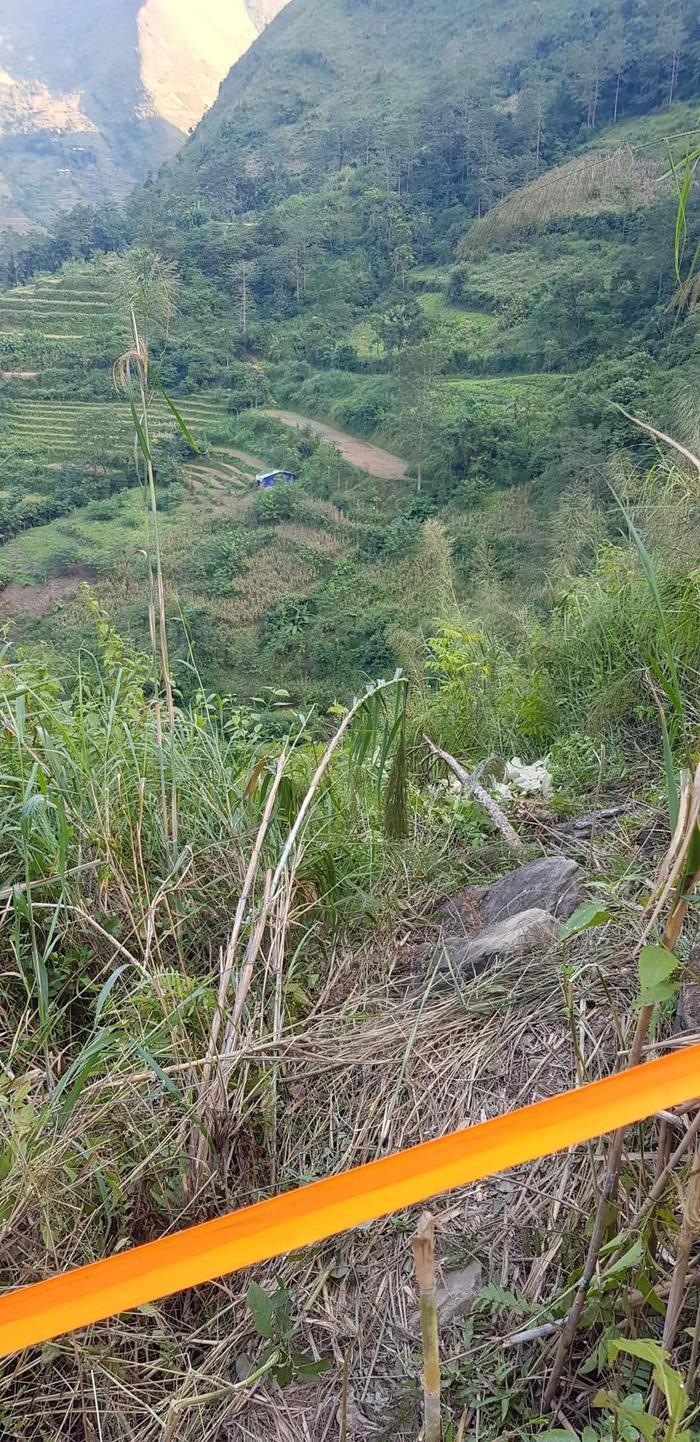 Xe ô tô chở khách du lịch Đà Nẵng lao xuống vực sâu ở Hà Giang, 3 người chết, 4 người bị thương Ảnh 2