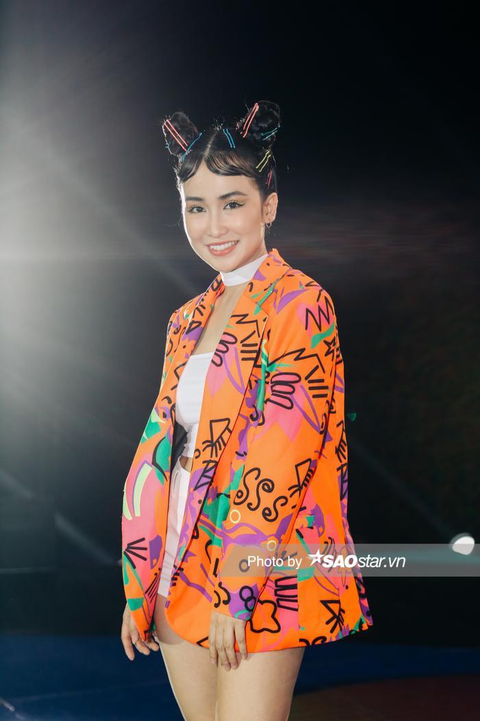 MC Phí Linh, DJ Trang Moon làm tóc màu sắc, 'sáng rực' tại vòng Hồi sinh King Of Rap Ảnh 7