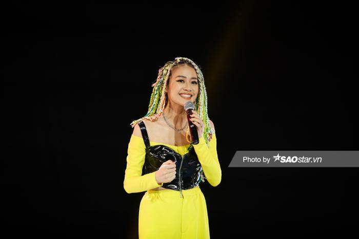 MC Phí Linh, DJ Trang Moon làm tóc màu sắc, 'sáng rực' tại vòng Hồi sinh King Of Rap Ảnh 4