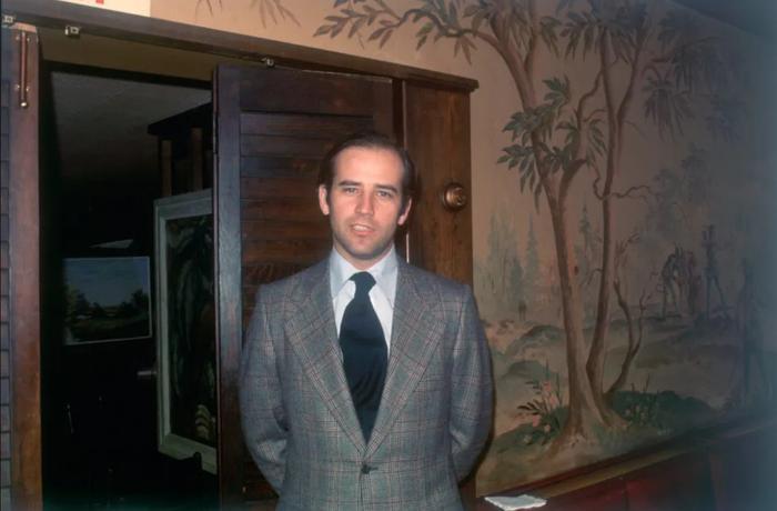 Phong cách thời trang của Tổng thống Mỹ Joe Biden qua từng năm tháng Ảnh 3