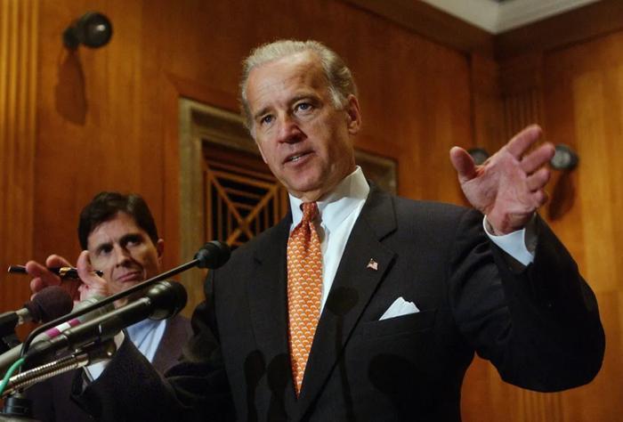 Phong cách thời trang của Tổng thống Mỹ Joe Biden qua từng năm tháng Ảnh 11