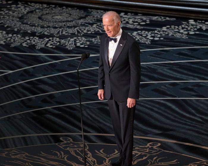 Phong cách thời trang của Tổng thống Mỹ Joe Biden qua từng năm tháng Ảnh 12