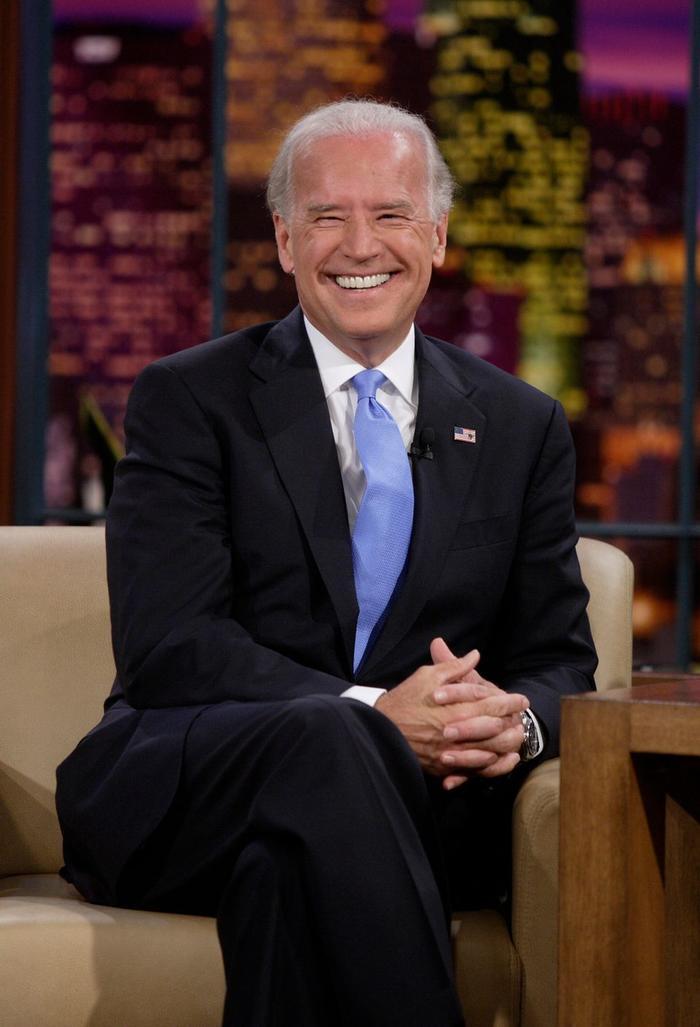Phong cách thời trang của Tổng thống Mỹ Joe Biden qua từng năm tháng Ảnh 9