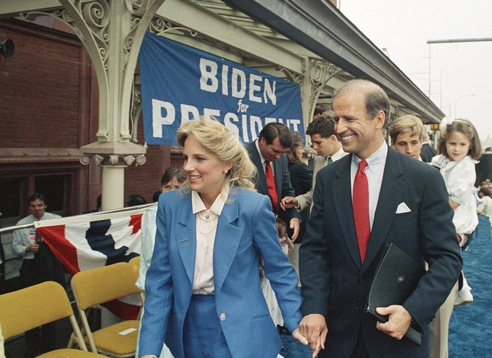 Phong cách thời trang của Tổng thống Mỹ Joe Biden qua từng năm tháng Ảnh 5