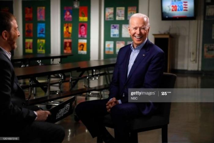 Phong cách thời trang của Tổng thống Mỹ Joe Biden qua từng năm tháng Ảnh 14