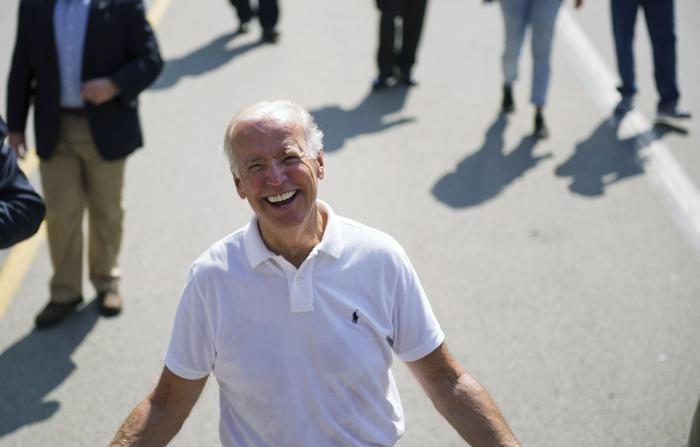 Phong cách thời trang của Tổng thống Mỹ Joe Biden qua từng năm tháng Ảnh 8