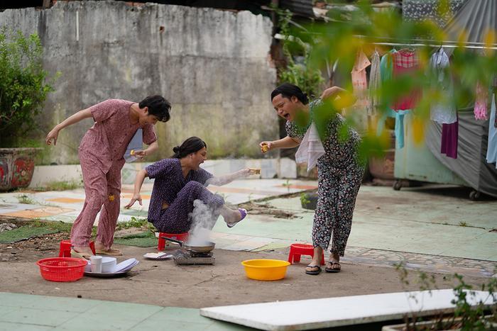 'Tắt tiếng' của Huỳnh Lập - Duy Khánh- Lê Nhân 'cà khịa' CĐM: Từ chuyện Đông Nhi đi đẻ đến cứu trợ mùa lũ Ảnh 3