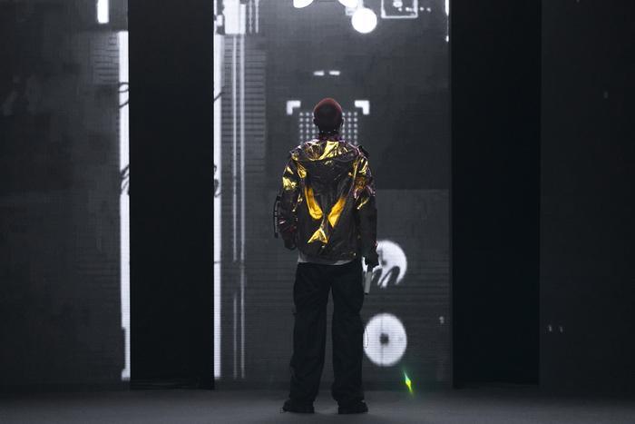 Rapper Weeza King Of Rap cùng mẫu nhí 'khuấy đảo' sàn runway Ảnh 1