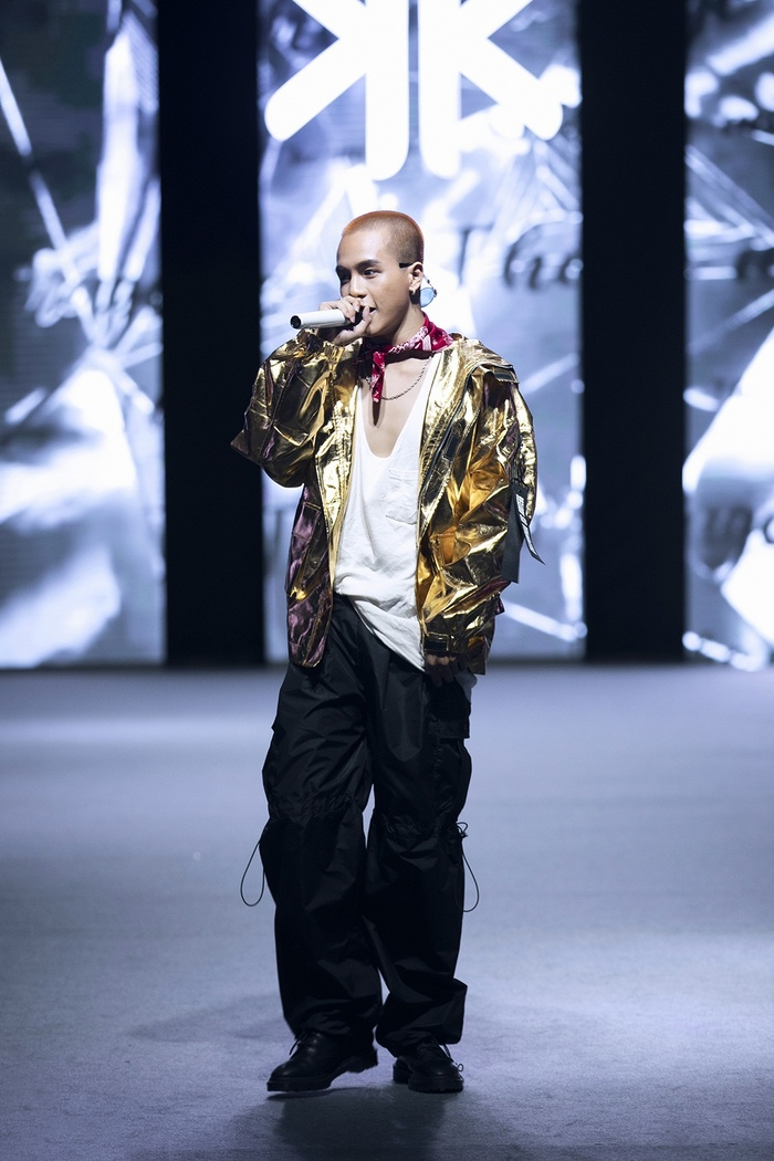Rapper Weeza King Of Rap cùng mẫu nhí 'khuấy đảo' sàn runway Ảnh 4