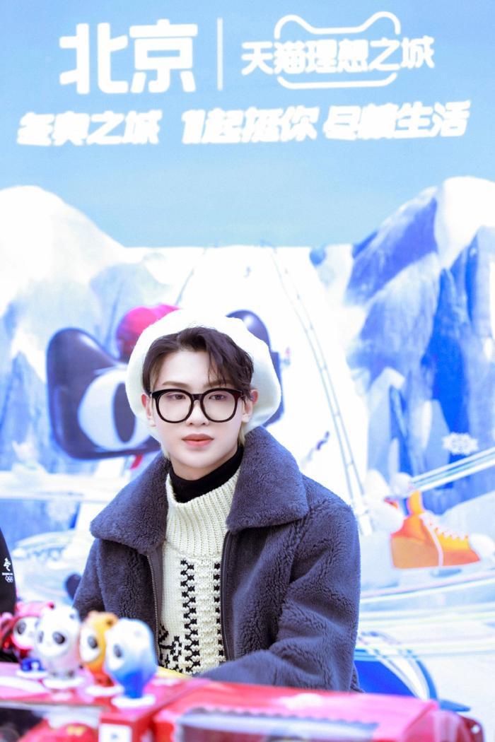 Yuehua lên tiếng về việc nợ nần của mẹ Hoàng Minh Hạo, thái độ của fan gây bất ngờ Ảnh 9