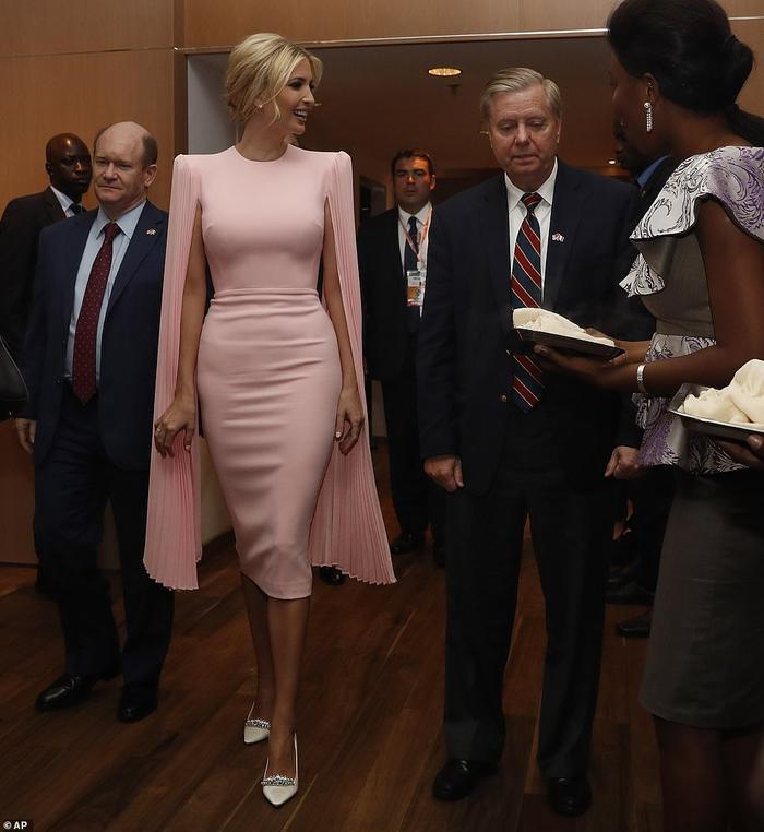 Thời trang của ái nữ Donald Trump 'lấn át' con gái Tổng thống Joe Biden Ảnh 2