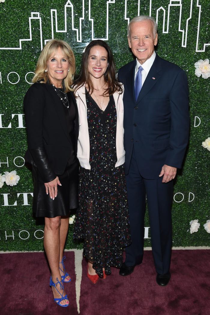 Thời trang của ái nữ Donald Trump 'lấn át' con gái Tổng thống Joe Biden Ảnh 11
