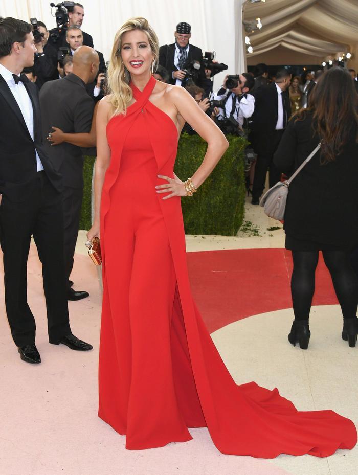 Thời trang của ái nữ Donald Trump 'lấn át' con gái Tổng thống Joe Biden Ảnh 7