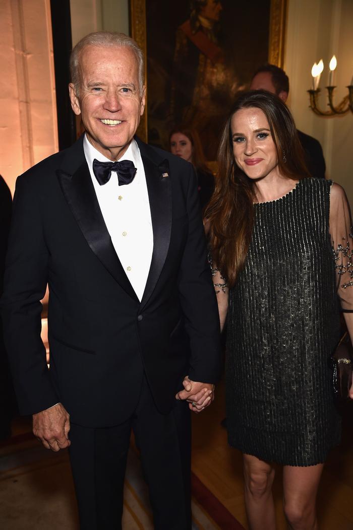 Thời trang của ái nữ Donald Trump 'lấn át' con gái Tổng thống Joe Biden Ảnh 13