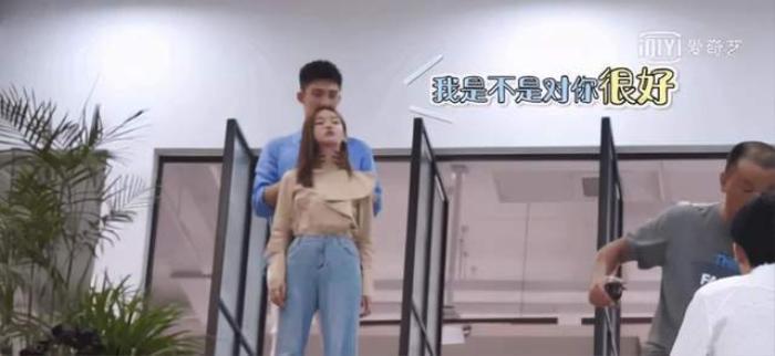 Hoàng Cảnh Du giở trò 'dê xồm', quấy rối bạn diễn Ngô Cẩn Ngôn ngay trên phim trường Ảnh 4