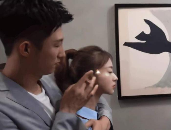 Hoàng Cảnh Du giở trò 'dê xồm', quấy rối bạn diễn Ngô Cẩn Ngôn ngay trên phim trường Ảnh 8