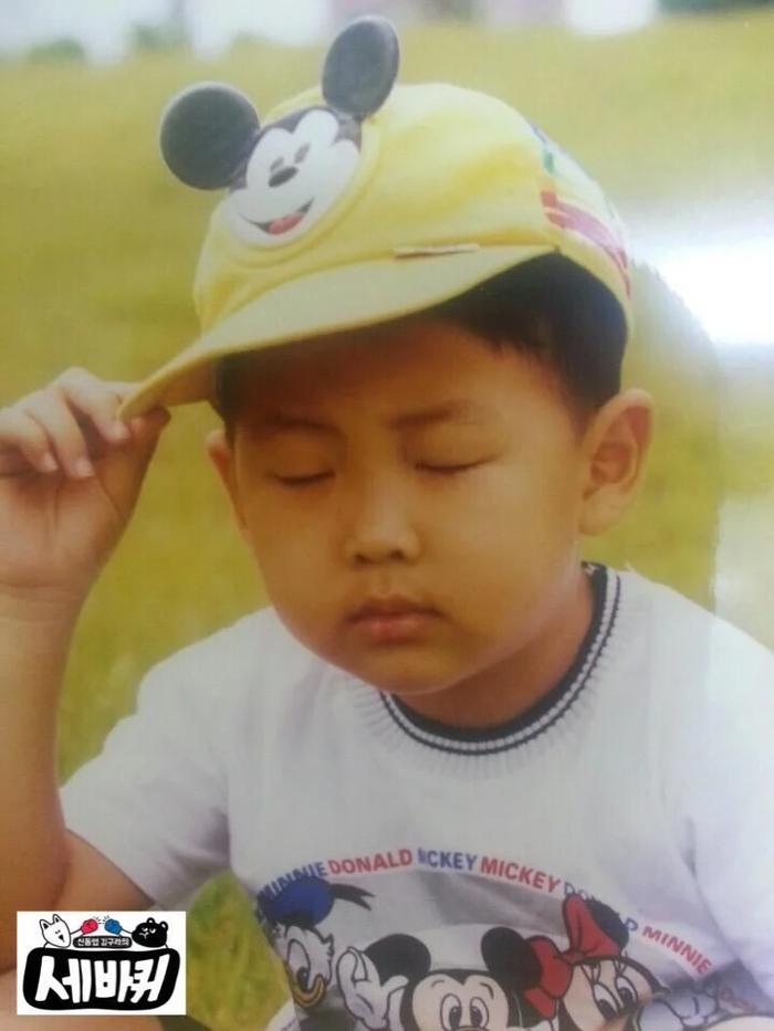 'Rụng rời' với bộ ảnh thời thơ ấu của BTS: Jin và V tựa hoàng tử, J-Hope như 'rich kids' chính hiệu Ảnh 36