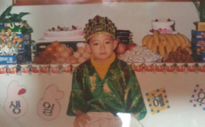 'Rụng rời' với bộ ảnh thời thơ ấu của BTS: Jin và V tựa hoàng tử, J-Hope như 'rich kids' chính hiệu Ảnh 51