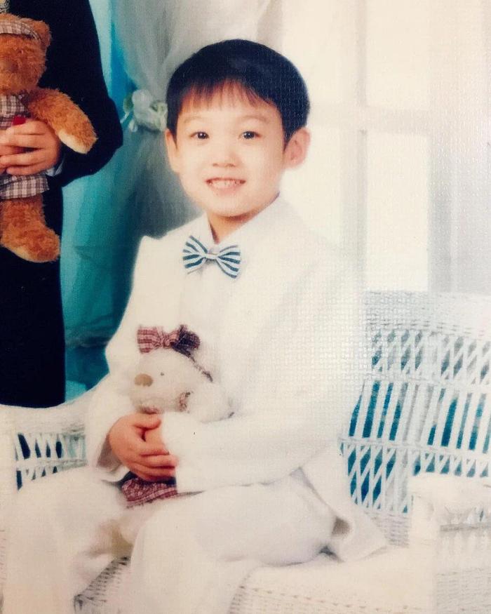 'Rụng rời' với bộ ảnh thời thơ ấu của BTS: Jin và V tựa hoàng tử, J-Hope như 'rich kids' chính hiệu Ảnh 57