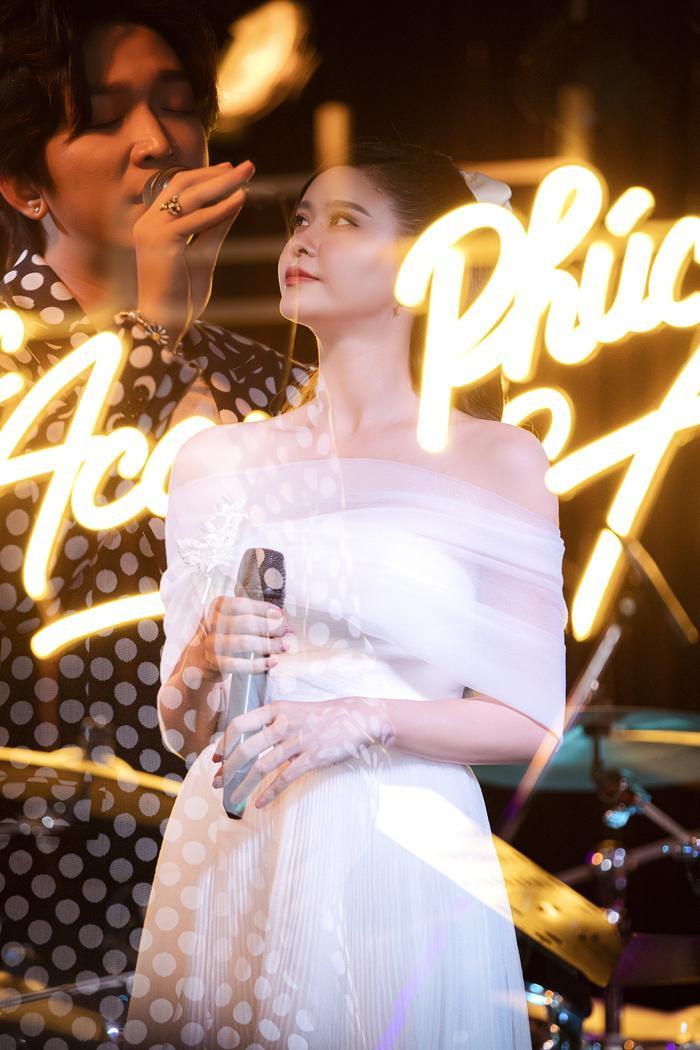 Tăng Phúc da diết cùng Thái Ngân, Trương Quỳnh Anh trong đêm nhạc miễn phí dành tặng fan Ảnh 5