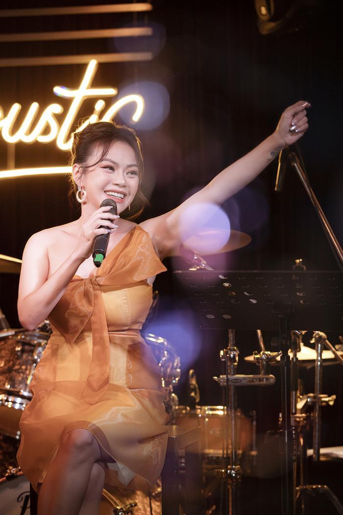 Tăng Phúc da diết cùng Thái Ngân, Trương Quỳnh Anh trong đêm nhạc miễn phí dành tặng fan Ảnh 8