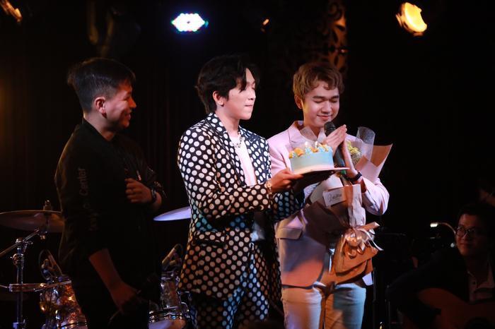 Tăng Phúc da diết cùng Thái Ngân, Trương Quỳnh Anh trong đêm nhạc miễn phí dành tặng fan Ảnh 10