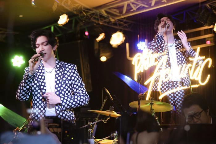 Tăng Phúc da diết cùng Thái Ngân, Trương Quỳnh Anh trong đêm nhạc miễn phí dành tặng fan Ảnh 2