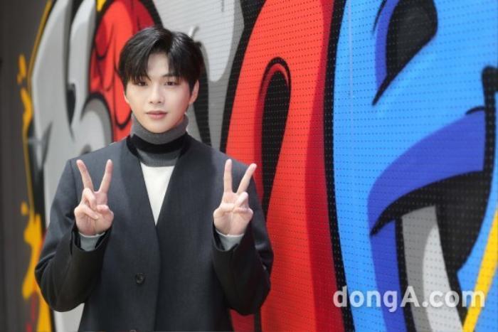 Kang Daniel phỏng vấn hậu chia tay Jihyo (TWICE): Mặt mũm mĩm, buồn lãng mạn! Ảnh 9