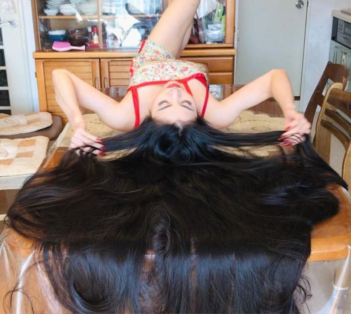 Cô gái nuôi suốt 15 năm mái tóc dài kỷ lục 1m7 Ảnh 2