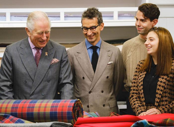 Thái tử Charles bất ngờ 'dấn thân' vào ngành công nghiệp thời trang Ảnh 3