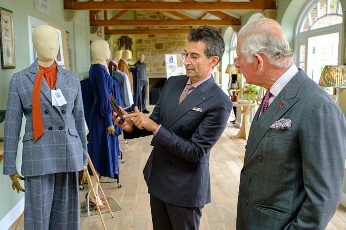 Thái tử Charles bất ngờ 'dấn thân' vào ngành công nghiệp thời trang Ảnh 6