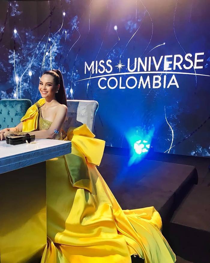 Diện bodysuit, Miss Universe 2018 - Mèo xám Catriona Gray bị chê chân to như cột đình Ảnh 2