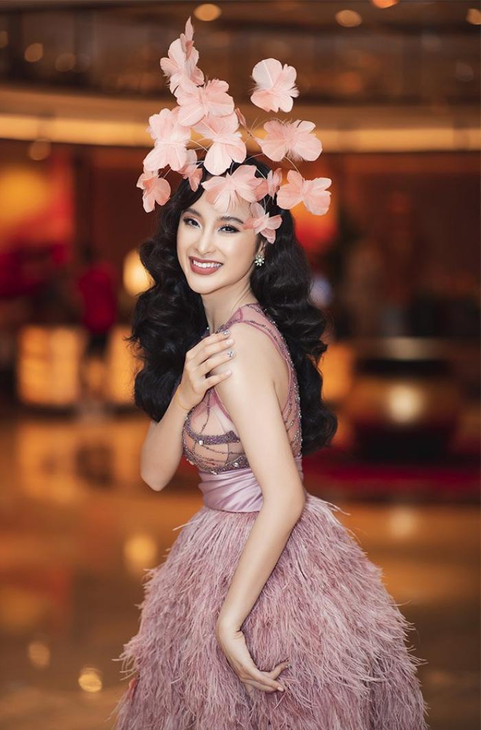 Không thể rời mắt trước nhan sắc thật của Angela Phương Trinh trong clip hậu trường Ảnh 1