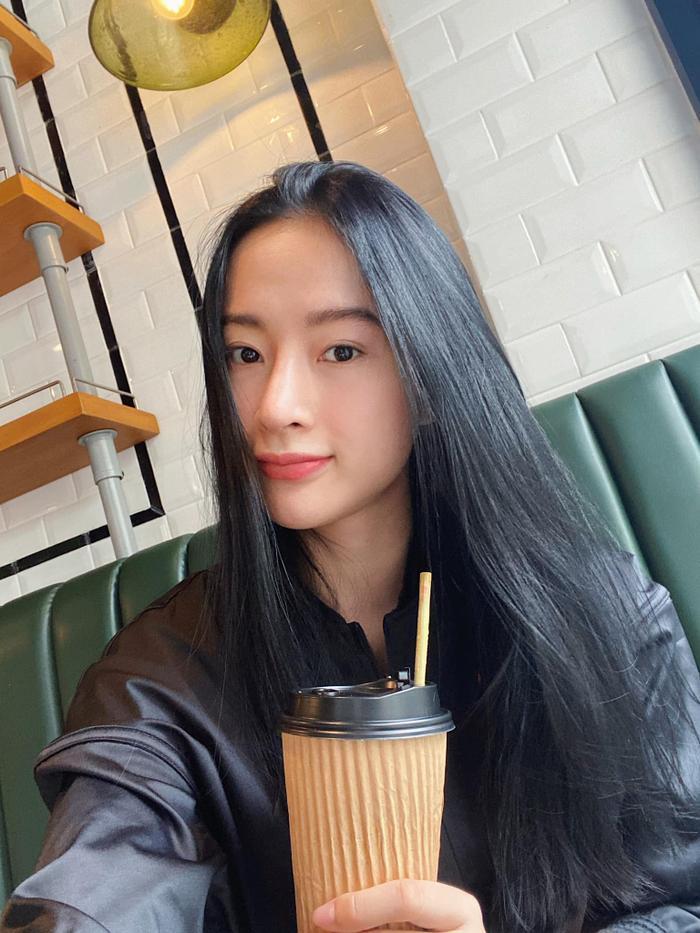Không thể rời mắt trước nhan sắc thật của Angela Phương Trinh trong clip hậu trường Ảnh 7